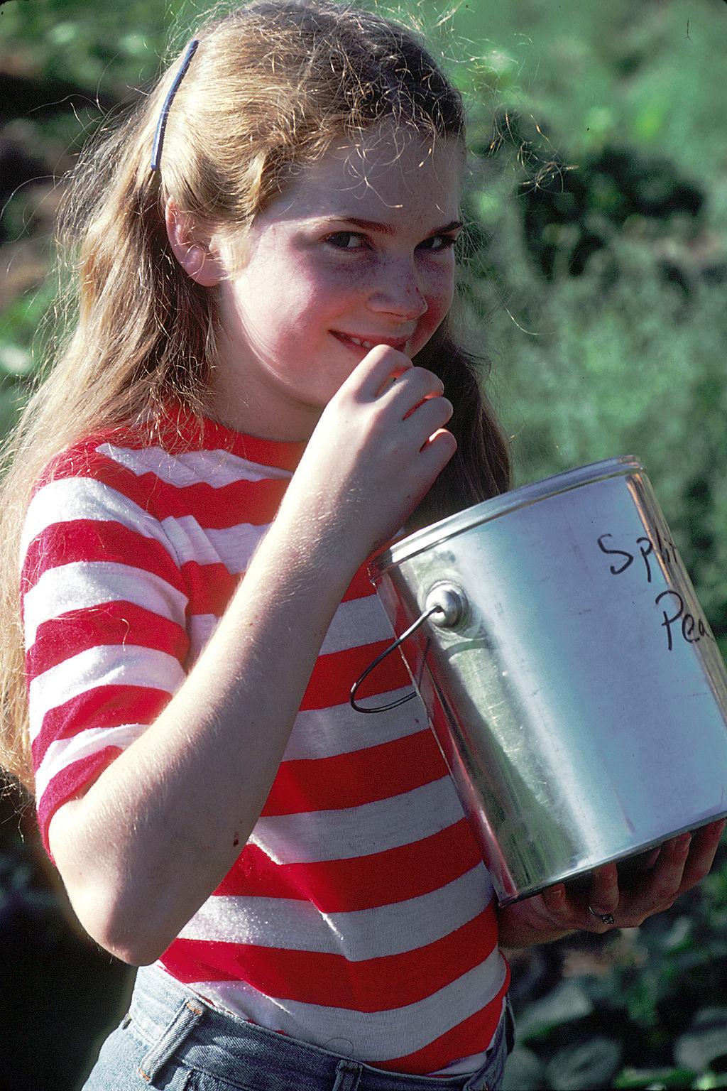 Young_girl_eating.jpg